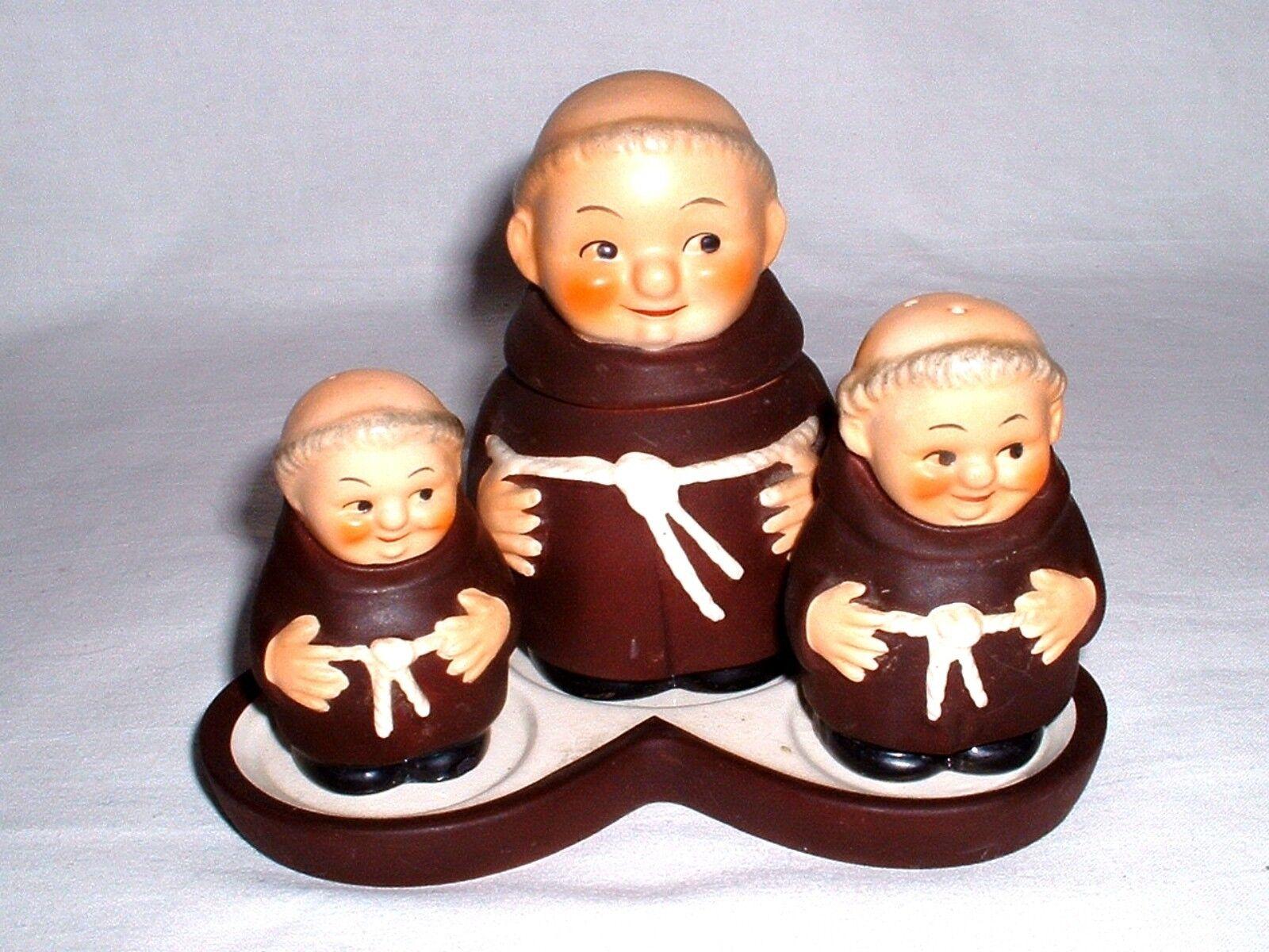 4 tlg Set Salz,Pfeffer,Senftopf und Servierplatte die Mönche von Goebel Goebel Goebel um 1965 c27631
