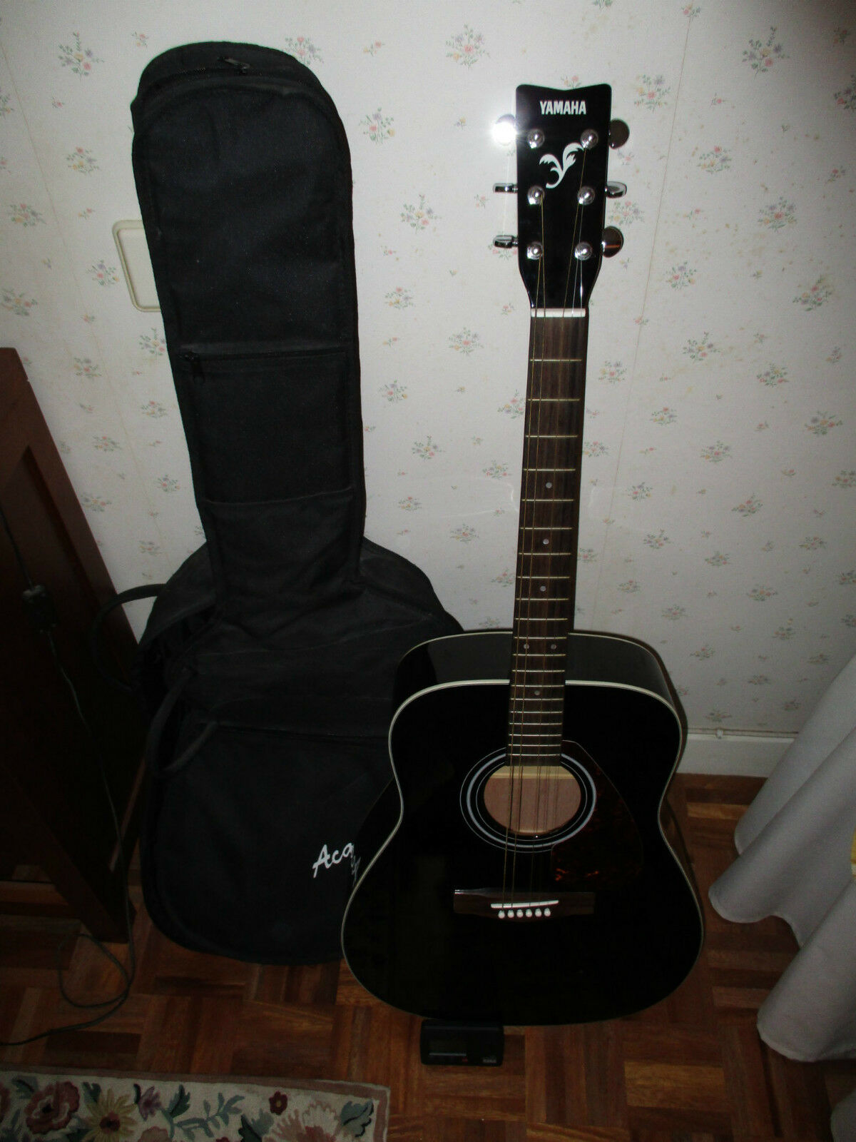 GUITAR YAMAHA IN MINT CONDITION CONDITION WITH COVER AND TUNER   YAMAHA GUITAR