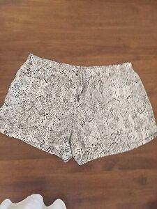 Witchery-shorts-Size-16