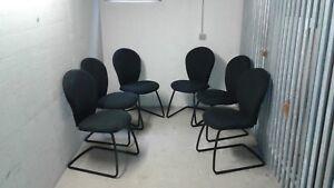 6-hochwertige-Schwingstuehle-in-schwarz-mit-Stoffbezug-und-Edelstahl-Gestell