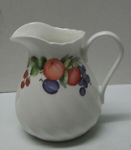 Creamer-Small-Pitcher-Wedgwood-Bone-China-Harvest-Fruit-Made-in-England-1991