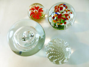 Konvolut-Glaskugel-Briefbeschwerer-4-Stueck-verschiedene-Groessen-ca-9-8-6-5-5-cm