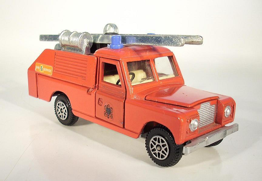 Dinky Toys Land Rover 109 WB Fire Service Fire Truck