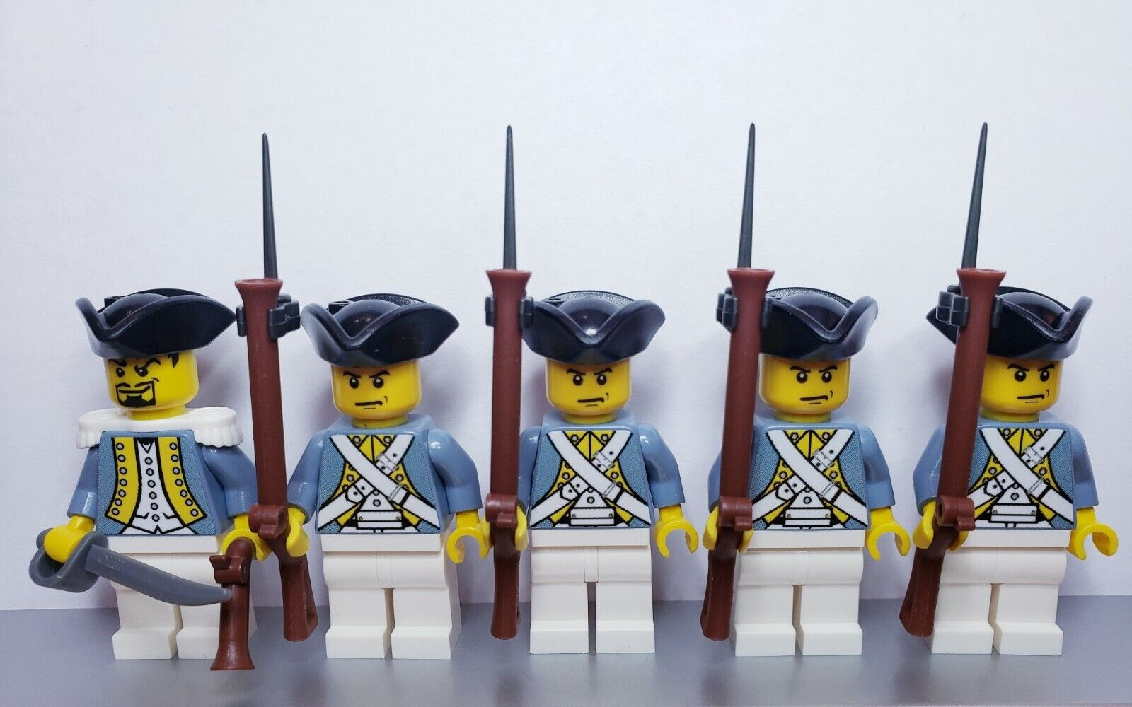 Lego PIRATES HESSIAN Infantry Soldiers MINIFIGS Musket NEW Sand bluee Version