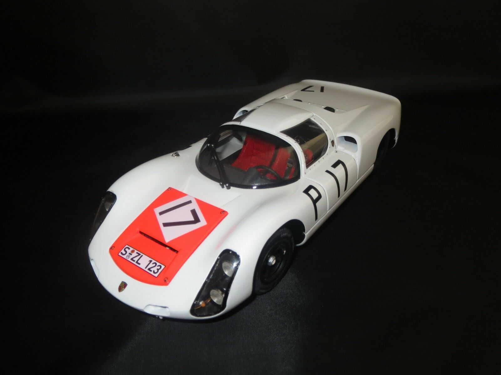 Exoto Motorbox PORSCHE 910 (Winner Nürburgring 1000 HM 1967  17) 1 18 Sans VP.
