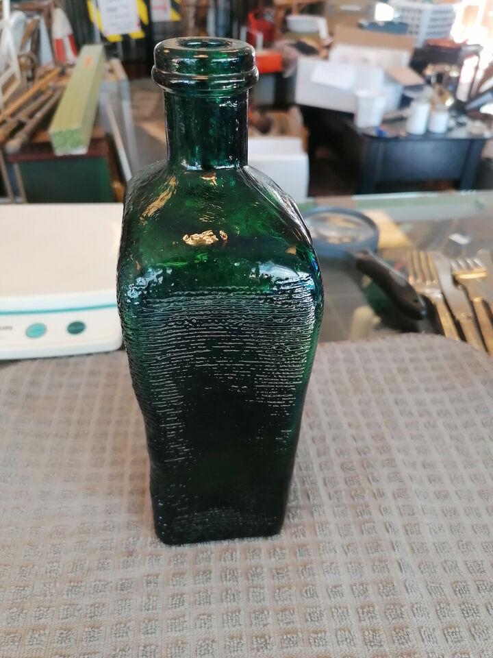 Spændende mundblæst grøn flaske