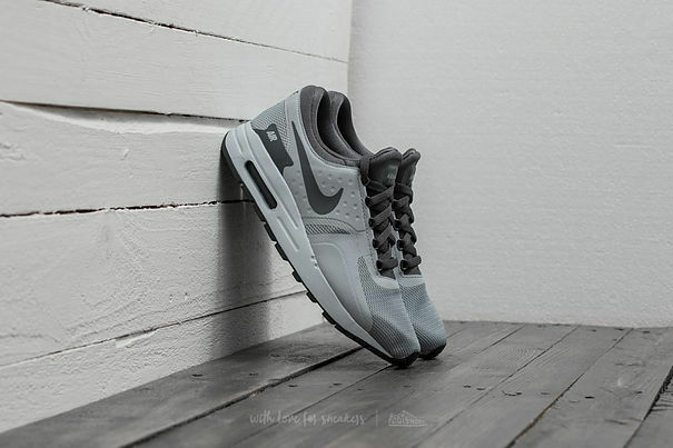 NEW NIKE AIR MAX ZERO ESSENTIAL (GS) TRAINERSTaille 4.5 Femme blanc noir