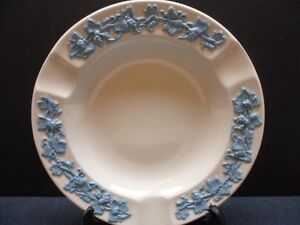 Wedgwood-Ashtray-Queens-Ware-Large-Blue-on-White-Embossed-With-Grapevine-5-3-4