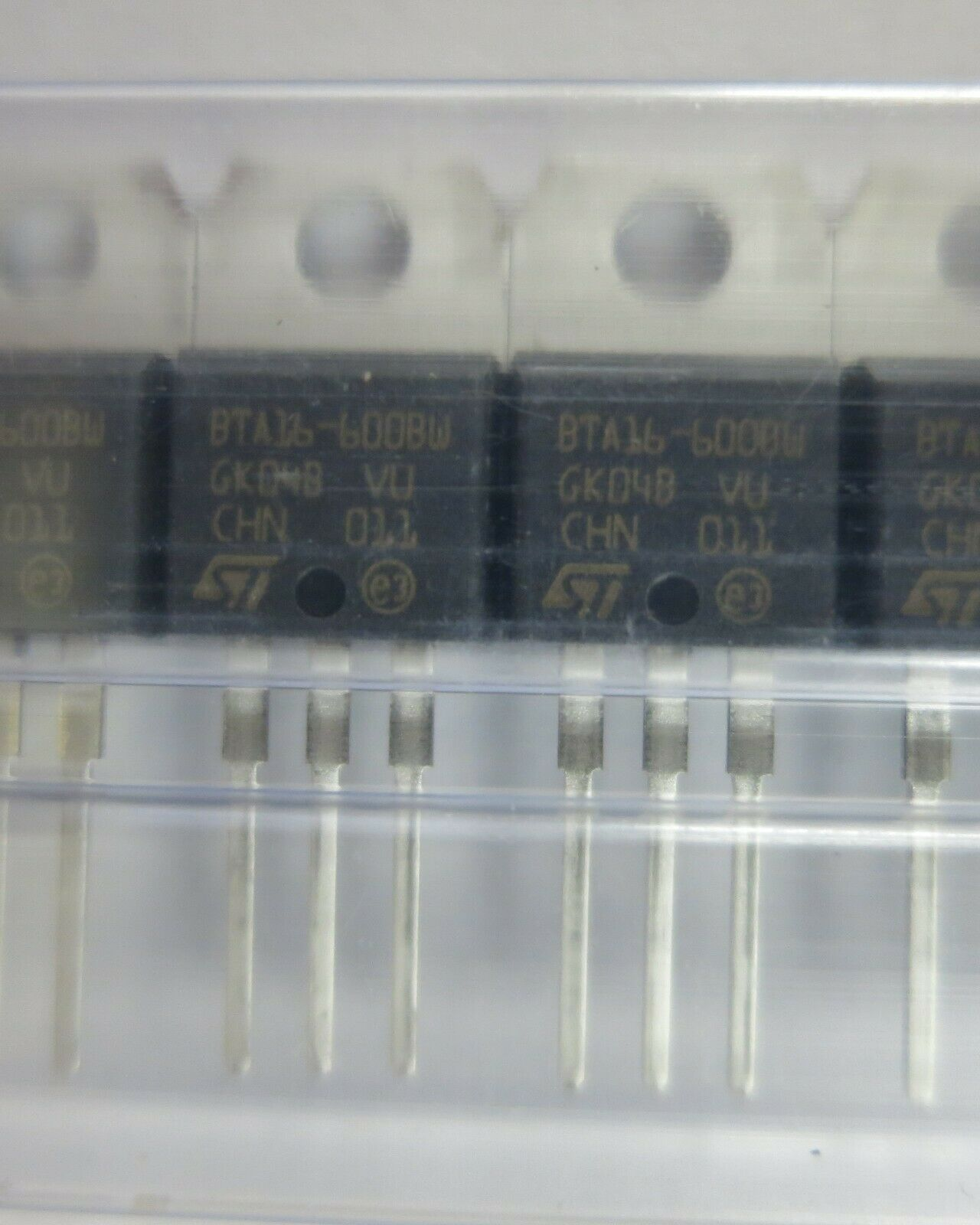 bta06-600sw STM Triac 6 A 600 V 10 ma to220ab New 2 pc