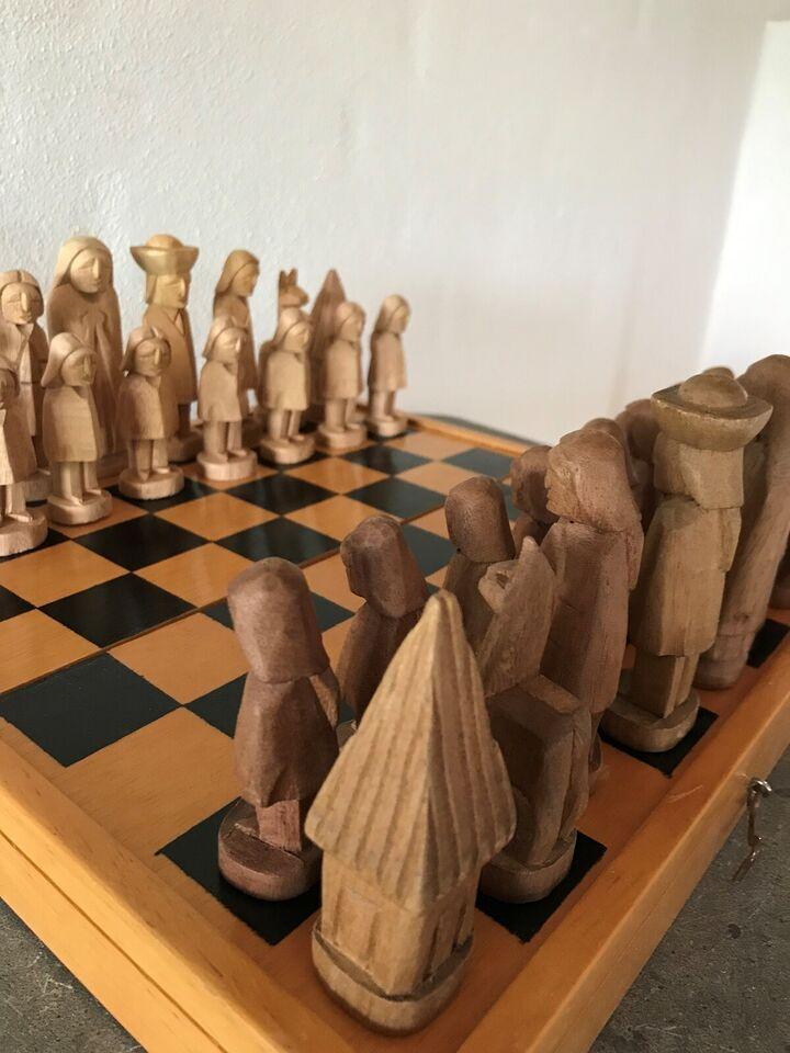 Spil, Flot skakspil i træ m. udskårne brikker