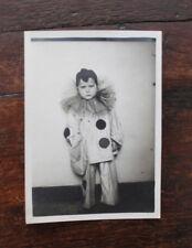 photographie originale Vintage family snapshot petit garçon déguisement pierrot