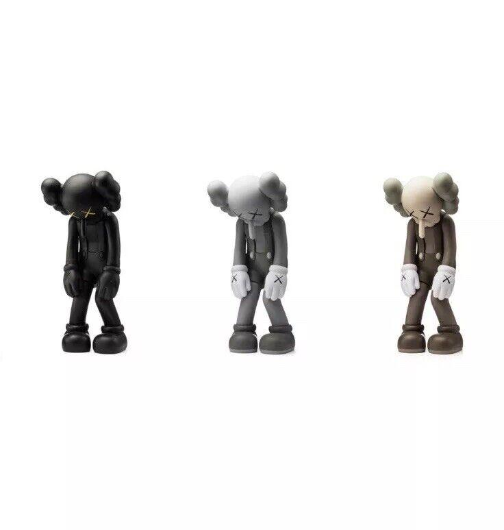 KAWS pequeña mentira Lote de 3 Marrón Negro gris Conjunto MEDICOM Juguete  en Mano