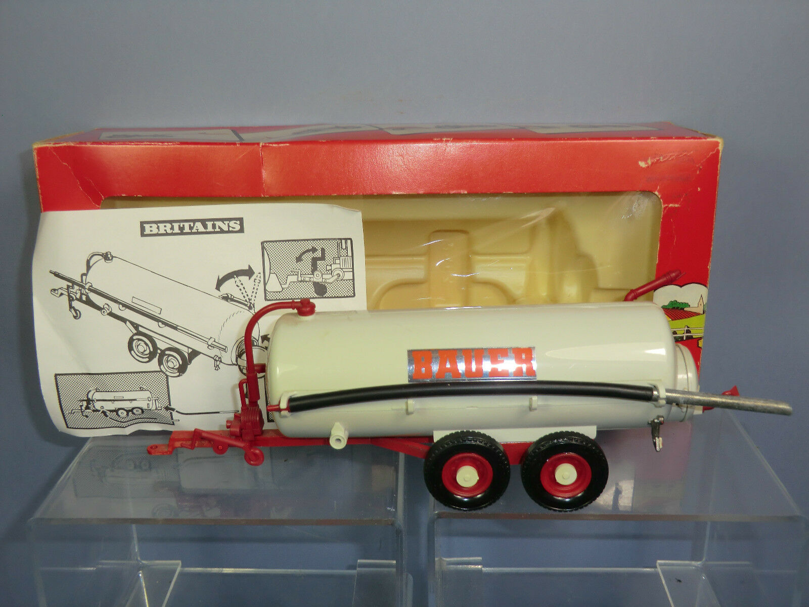 BRITAINS MODEL No.9563    BAUER    VACUUM TANKER WITH SUCTION HOSE VN   MIB