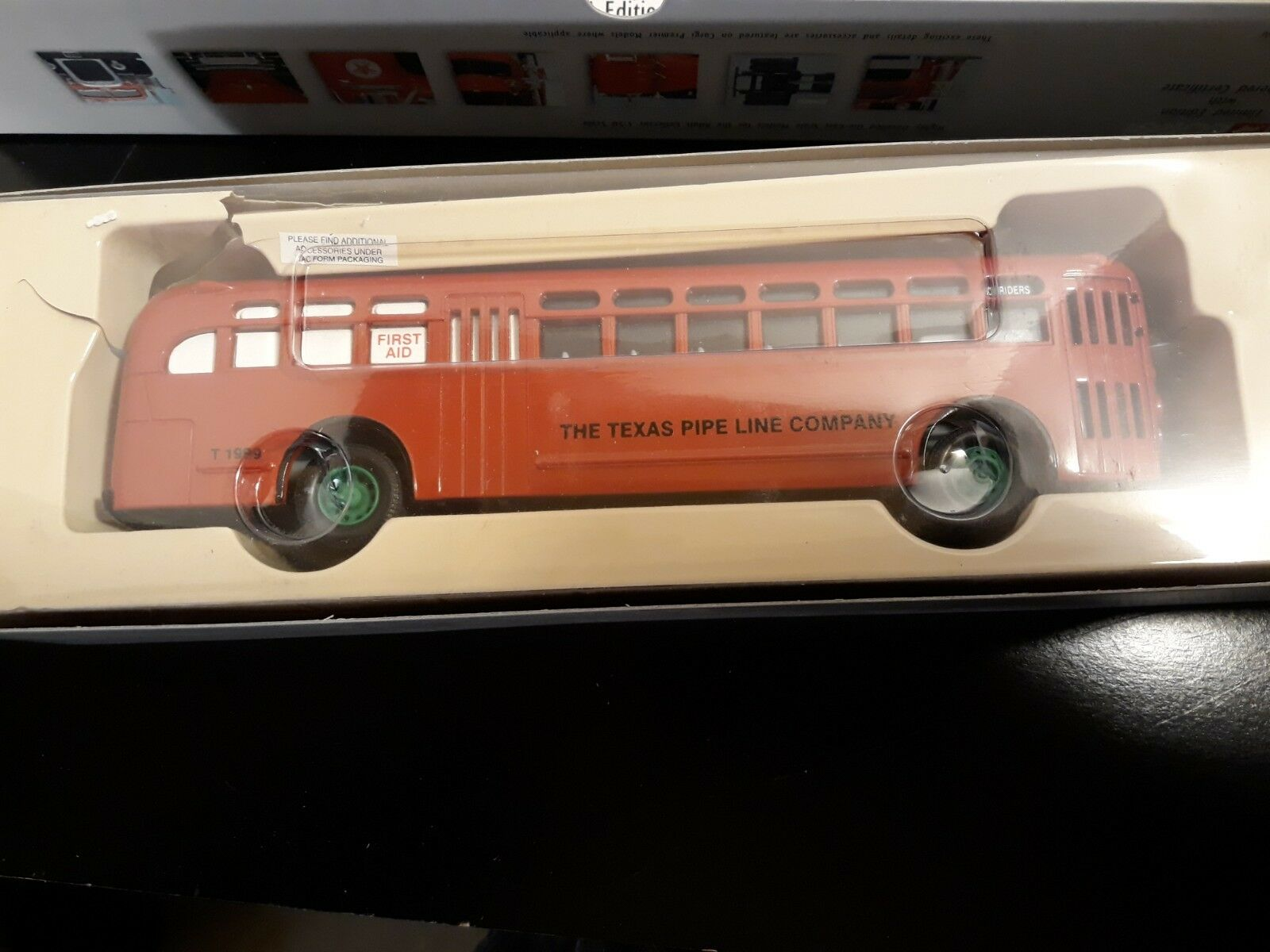 Corgi GM Bus Texaco Crew Bus Die-Cast  (of 2,300)