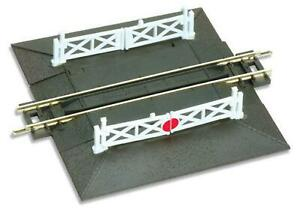 Peco-ST-20-N-Gauge-Straight-Level-Crossing-with-2-ramps-amp-4-gates