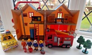 FIREMAN-SAM-DELUXE-FIRE-STATION-PLAYSET-TALKING-JUPITER-4-x-4-AND-4-FIGURES