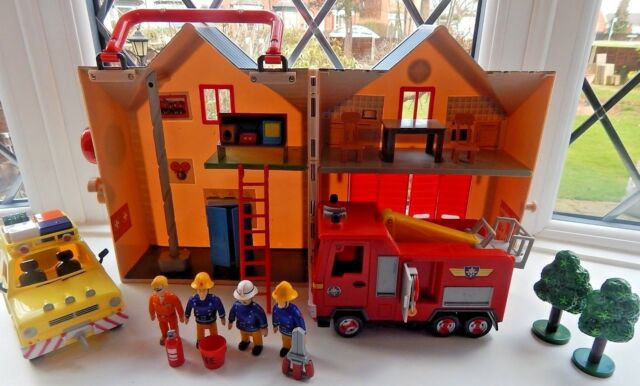 FIREMAN SAM DELUXE FIRE STATION PLAYSET + TALKING JUPITER, 4 x 4, AND 4 FIGURES