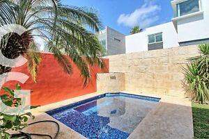 Casa en Venta en Cancun en Residencial Cumbres con Alberca y 4 Recamaras
