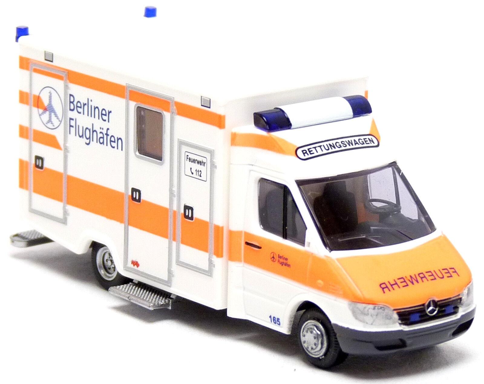 Rietze MB Mercedes Sprinter RTW Feuerwehr Berlin Flughafen Rettungswagen H0 1 87