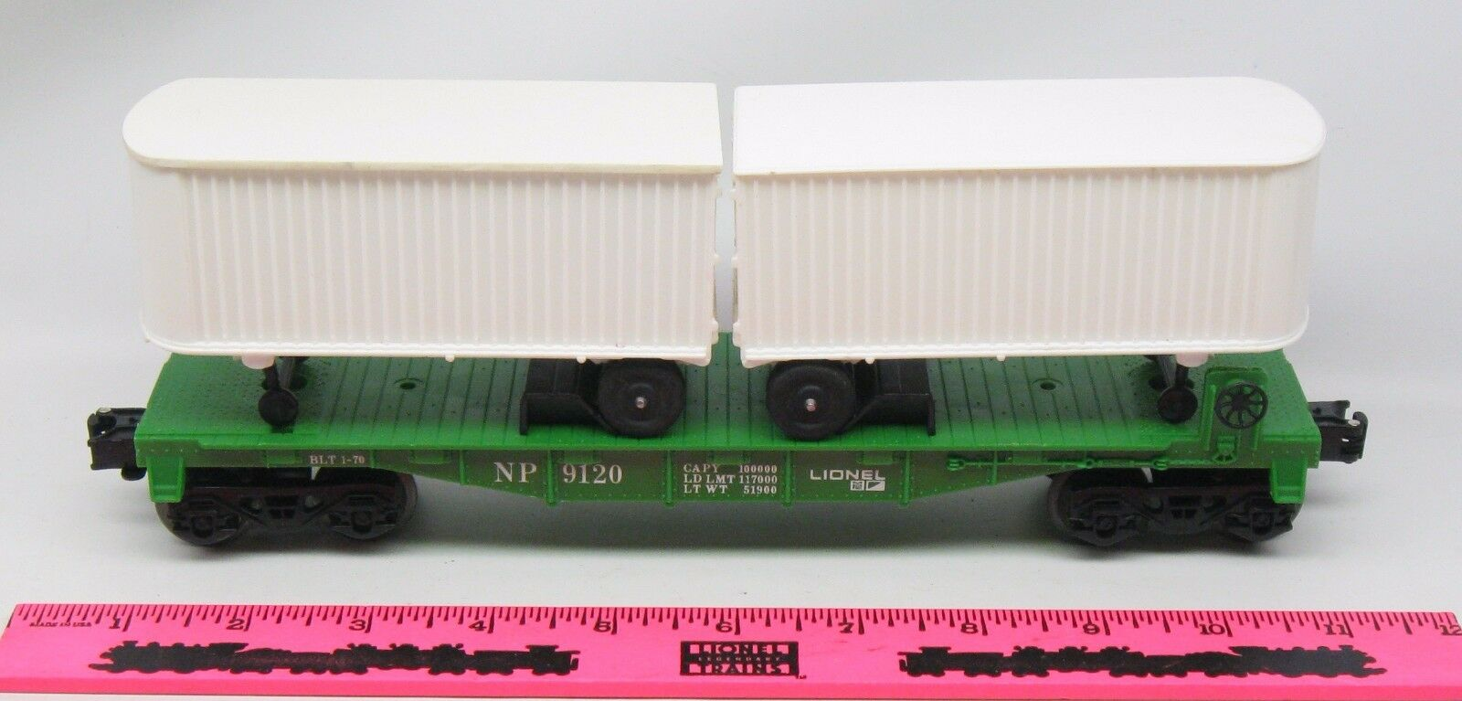 Lionel  9120 Northern Pacific flatcar with trailers