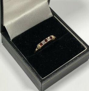 Vintage-Avon-Ring-Size-Q-Gold-Tone-amp-Diamante-Sparkly-Dainty-Costume-Jewellery