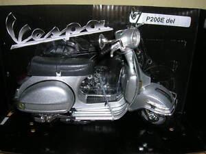 NEWRAY-VESPA-PIAGGIO-p200e-P-200-e-del-1978-Scooter-Roller-argento-1-12-MOTO