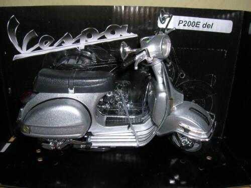 Newray Vespa Piaggio p200e//p 200 e del 1978 Roller scooter plata 1:12 moto