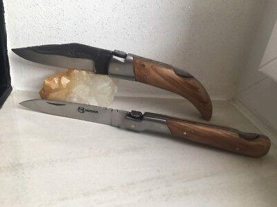 Couteau de poche Pittuda manche en bois de teck et lame brut de forge.