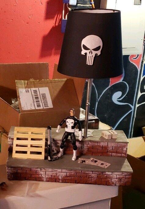 Marvel personnalisée Legends Punisher diorama Toit Lampe Figurine PRE-COMMANDE