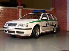 LGB G Scala 1:24 Skoda Octavia Auto Della Polizia V Dettagliato Modellino Welly/