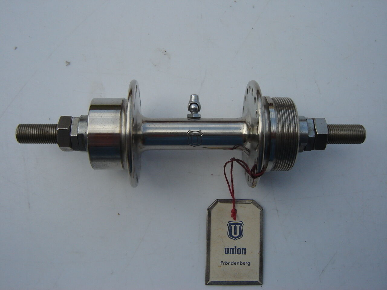 UNION NICKEL PLATED  REAR HUB - 36 H - SMALL FLANGE - WITH OIL PORT - NOS  preferente