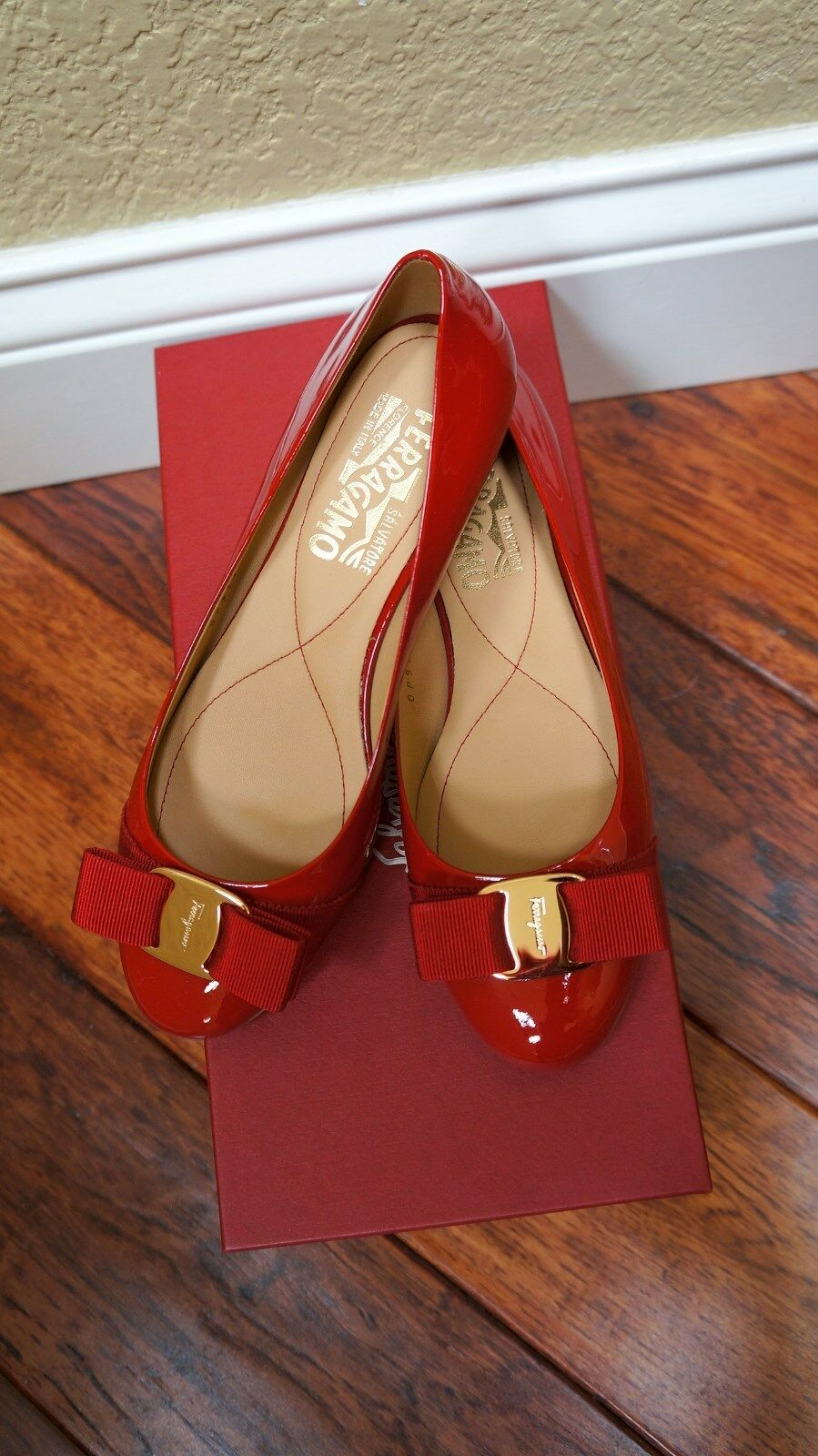 600 Ferragamo red Red gold Flats Bow NIB 5 5.5 6 6.5 7 7.5 8 8.5 9.5 10  C