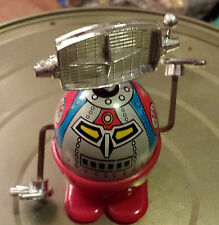 Vintage Wind Up Robot ROBOTER  Plastic Toy Made in hong Kong