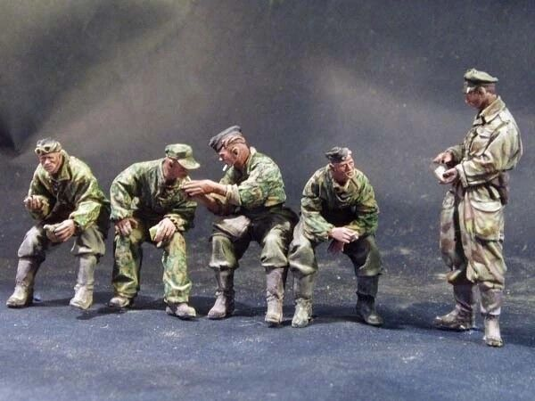 1 35 Scale Unpainted Resin Figures WWII German armored force resting (5 figures)