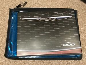 2015-Chrysler-300-press-kit-in-original-bag
