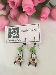 Silvertone-Goofy-Mickeys-Dog-Friend-Green-Hat-Dangle-Earrings