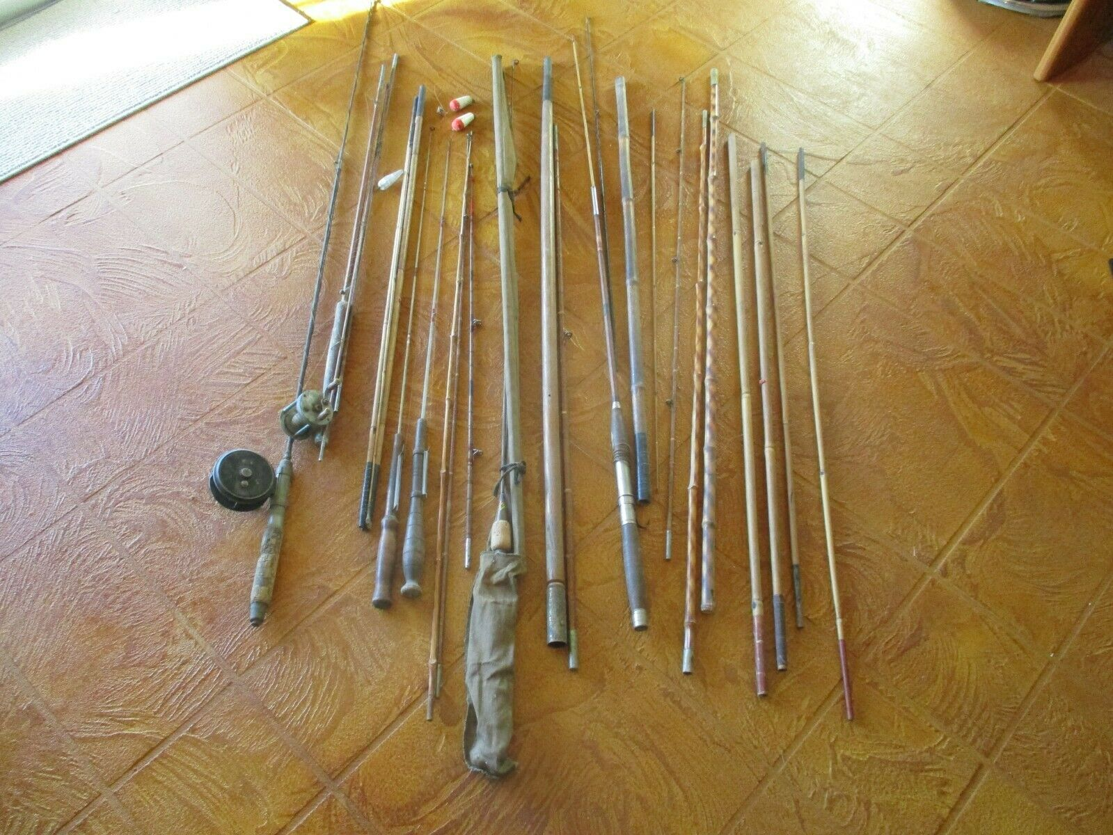 ASSORTMENT OF VINTAGE FISHING RODS