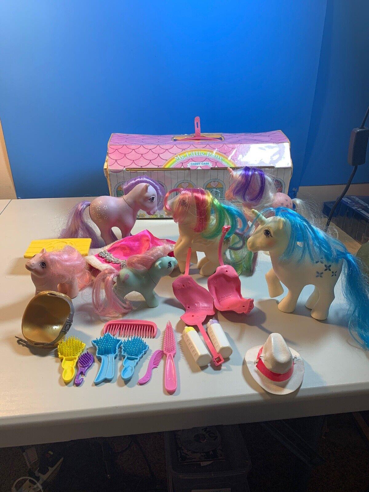 En stor del av 1980 -talet Min liten Ponies 6 Ponies, Original bilrying Case, och Extra
