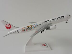 Boeing-767-300-JAL-JAPAN-airllines-Doraemon-Pelicula-1-200-skr798-Skymarks-767