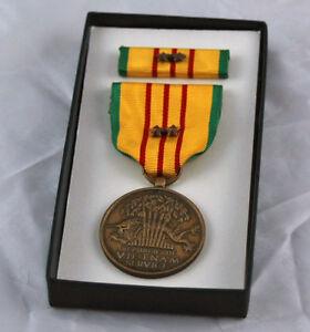 Original-Vietnam-Service-Medal-set-2-Campaign-Battle-Stars-GI-Issue-Box