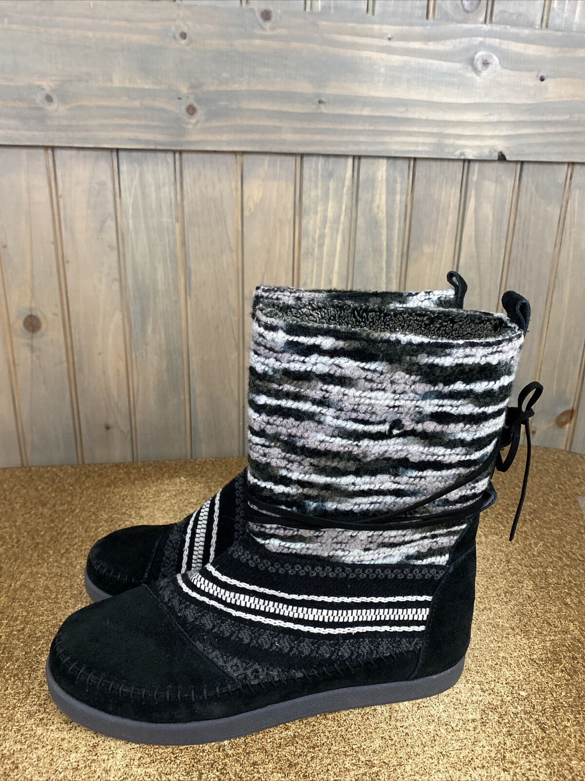 TOMS Nepal Boots Sz 10 Woven Knit Top Suede Fleece Lined Black White Gray