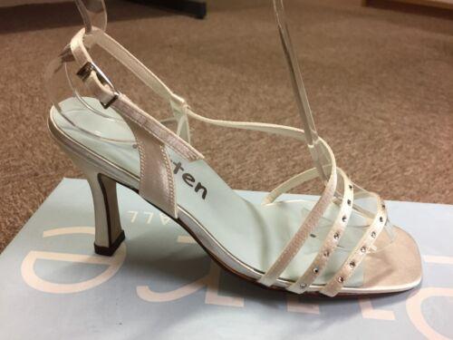 Chers Femme Ivoire Satin Mariage Demoiselle d/'honneur chaussure toutes tailles style iris