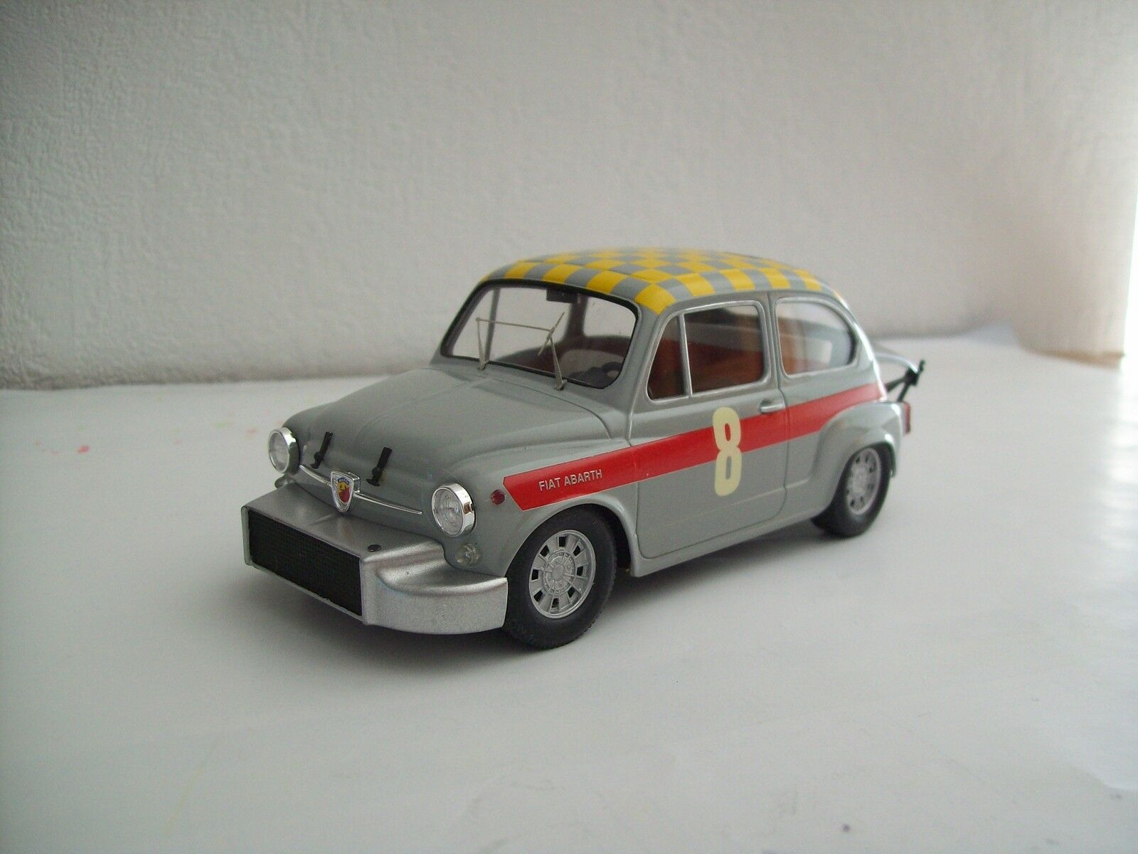 1 24è  FIAT Abarth 850TC 1000 Berlina 1966 base GUNZE SANGYO H8
