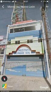 Edificio de 3 pisos en Av Eloy Cavazos Guadalupe Nuevo Leon