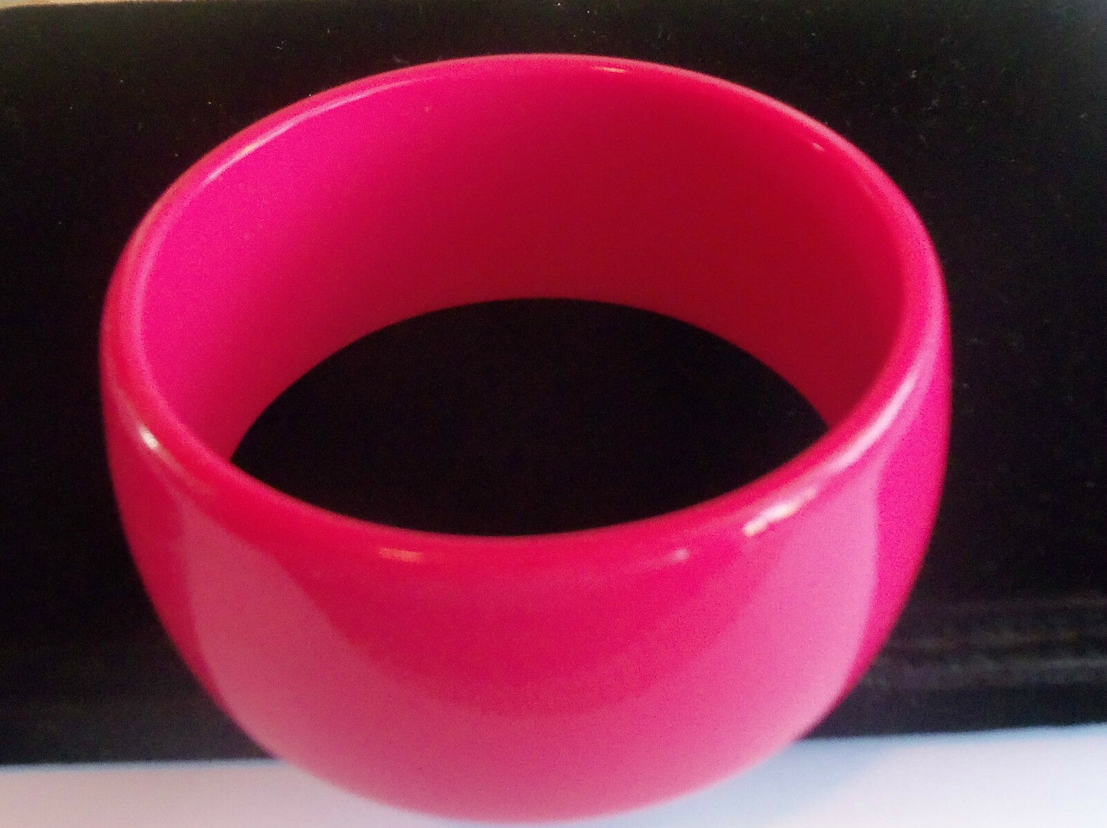 VINTAGE 60's Wide Hot Pink Thermoset Lucite Bangl… - image 4