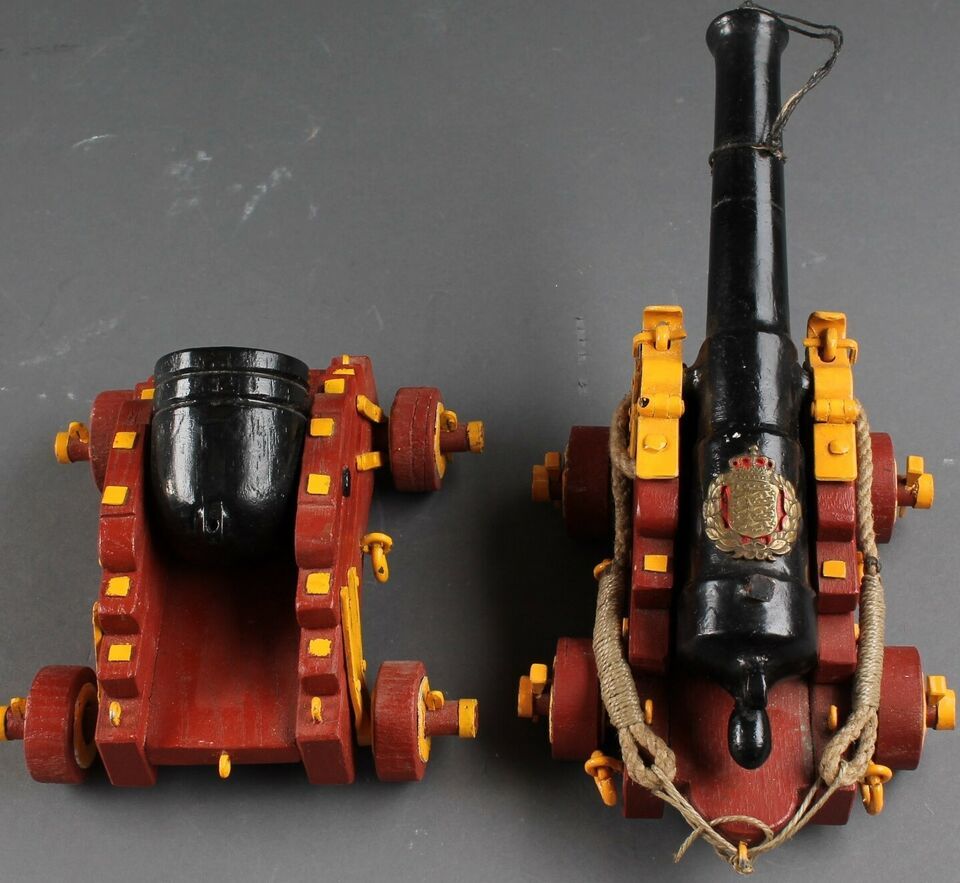 Andre samleobjekter, To model kanoner.