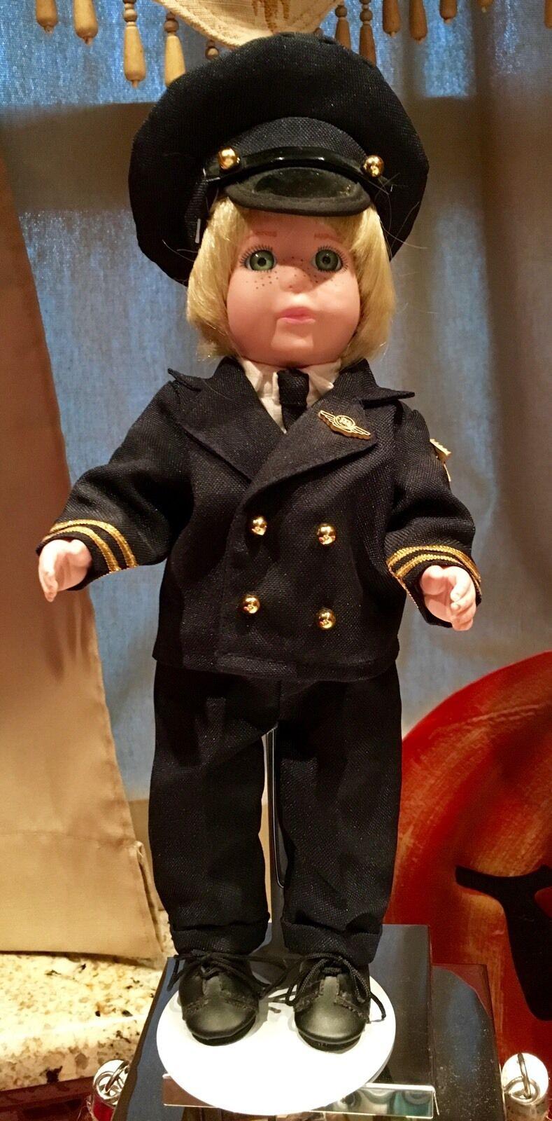 Airline Pilot Porcelain bambola Jointed For Posing -Boy- -Boy- -Boy- verde Eyes Blonde Hair d4ba67