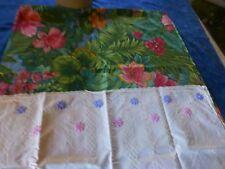 vintage lot 2   housses coussins fleuries, les  fleurs savane  et piqué blanc