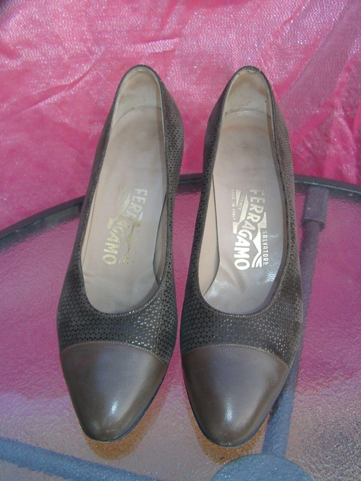 Salvatore FERRAGAMO 2.5  heels green suede brown leather toe cap pumps shoes