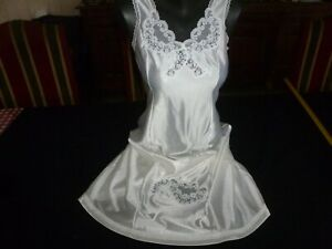jolie combinaison&fond de robe vintage jolie dentelle Taille 42  ref  0330